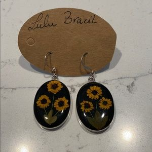 Real daisies - sunflowers yellow earrings resin.